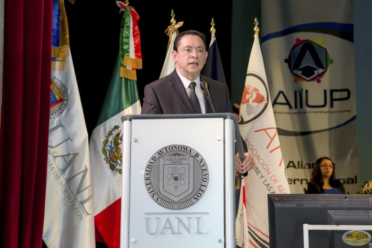 Arturo Estrada Camargo   Firmas de Convenios ALIUP y Universidades en México