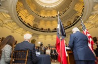 """In the Capitol of Austin, Texas,members of the Legislature received the project """"Traces to Remember"""" during an emotional event."""