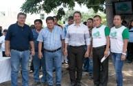 Mexicanos liberan 100 tortugas en Veracruz
