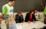 Firma de convenio por la Lic. Martha Elvira Gómez Pinto y la Dra. Nelly Fuentes,  Coordinadora Nacional de EMAP Perú.