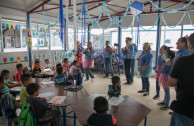 Members of the OSEMAP musically greeting and inviting the children of the shelter of the La Industria farm, Escuintla to the concert.