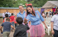 Members of the OSEMAP welcome the children of the shelter of the La Industria farm, Escuintla, to the concert.
