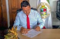 Firmando resolucion