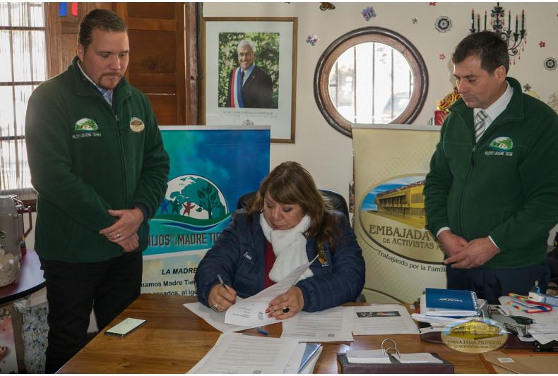 Firma de decreto en Nogales