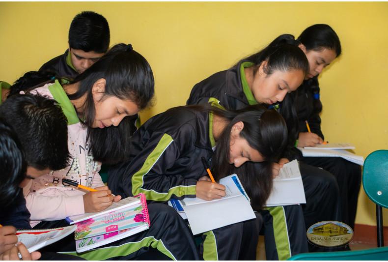 jóvenes desarrollando propuestas