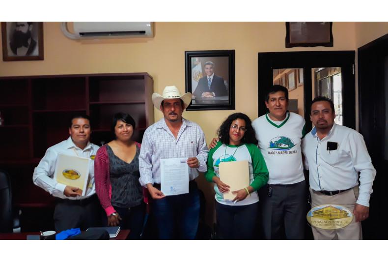Coxcatlan, Puebla entrega resolución a activistas de la EMAP