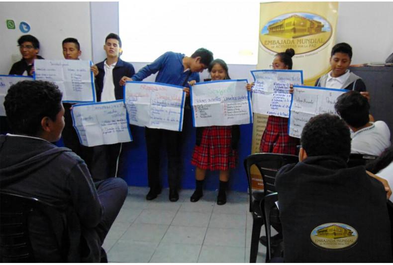 Estudiantes de la Escuela de Educación Básica