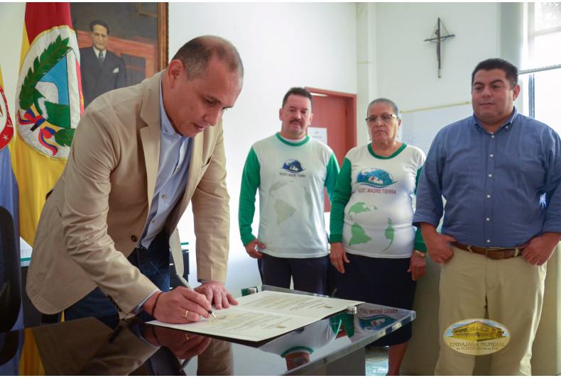 Firma de la resolución 562