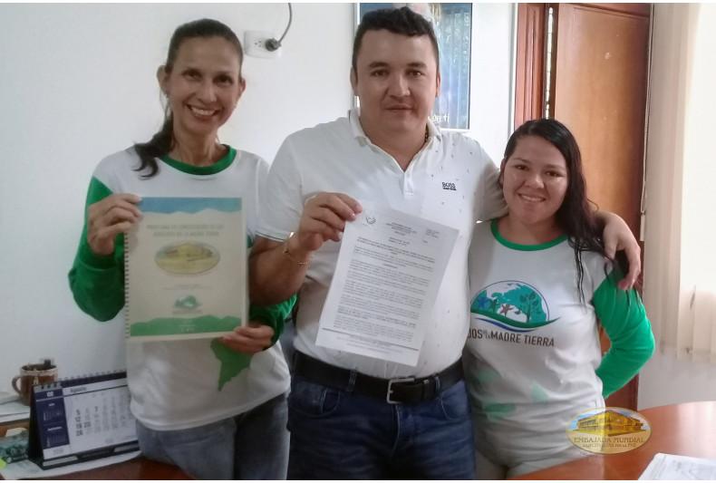 Alcalde de Barranca de Upía entrega decreto en respaldo a la Madre Tierra