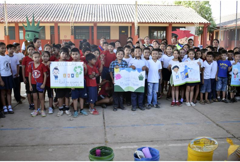 Niños participantes de los talleres ambientales