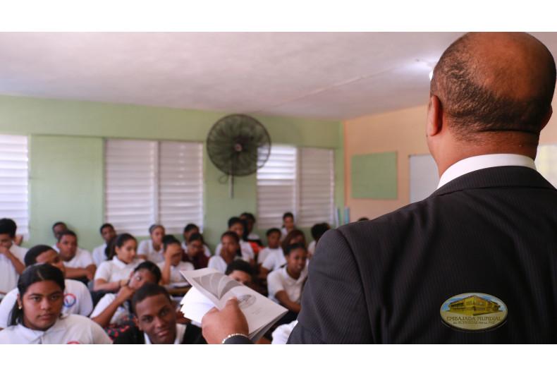 Desarrollo de taller en Colegio Taller Victoria Montas