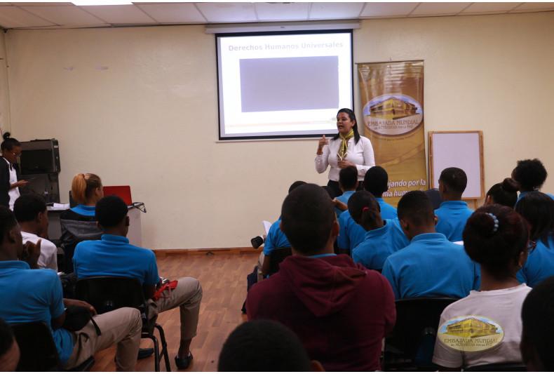 Desarrollo del taller educativo en el Liceo Juan Pablo Duarte