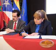 firma convenio EMAP - PARLACEN durante foro