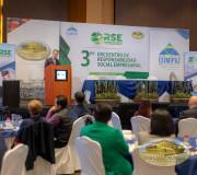 Representante Nestle en conferencia