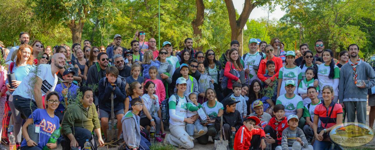 activistas en jornada de foretacion