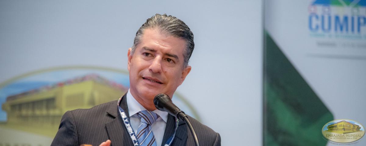 Representante Nestlñe en conferencia