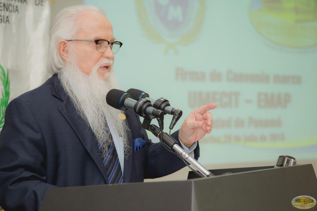 Dr. William Soto   Firma de convenio entre UMECIT y EMAP