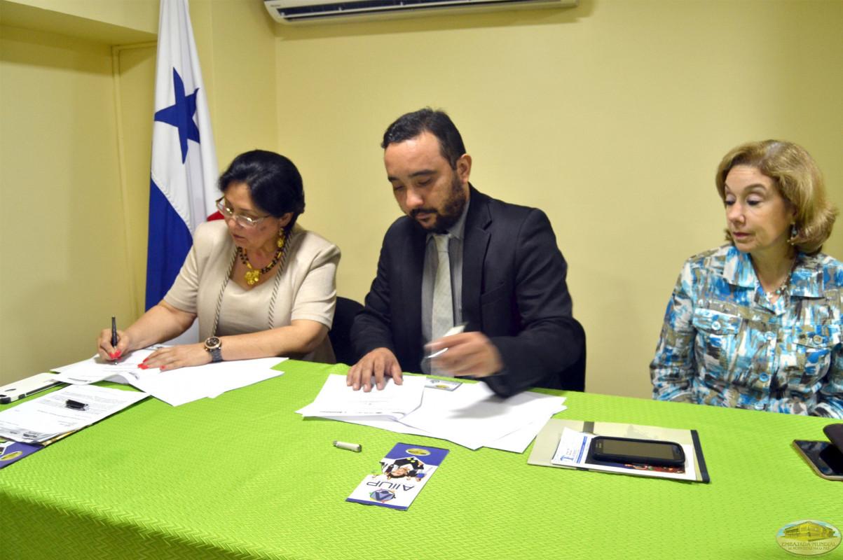 La Universidad de Santander firma su compromiso para impartir la Cátedra de la Paz de la ALIUP