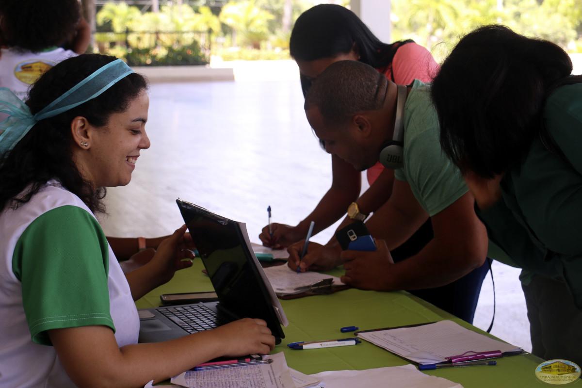 Sembrando conciencia en Santo Domingo en el Dia del Medio Ambiente.