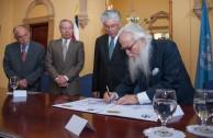 """Hace entrega el Gestor del proyecto """"Huellas para no olvidar"""" Dr. William Soto Santiago"""