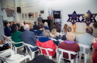 Museo en Argentina presenta la placa de sobrevivientes