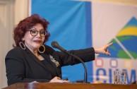 """La Dra. Mirian Estrada Castillo, Profesora de Derecho Penal Internacional de la Universidad para la Paz, de la Organización Naciones Unidas denominó su ponencia: """"La Educación Superior en un mundo en llamas"""", en la Sesión Educativa de la CUMIPAZ (Chile 2015)."""