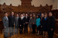 Magistrados, parlamentarios, académicos y diplomáticos de diferentes paises visitaron el edificio del Palacio de los Tribunales de Justicia el 3 de noviembre tras la convocatoria de la EMAP como apertura a la CUMIPAZ 2015.