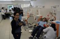 Activistas y estudiantes voluntarios realizan la tercera donación de sangre en Mérida, Yucatán, México