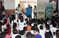 Activistas por la Paz promueven el cuidado del planeta Tierra en instituciones educativas