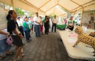 Población de Zaragoza participa en feria por la protección del medio ambiente