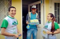 Puerta a puerta los Guardianes por la Paz de la Madre Tierra de Colombia llevaron un mensaje ambiental a 5.789 hogares