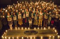 voluntarios celebrando hora del planeta