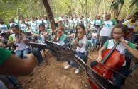 Músicos venezolanos interpretaron armonías en la Frecuencia de la Paz, el pasado 3 de marzo en la Feria por la Paz de la Madre Tierra