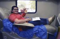 Donando sangre.