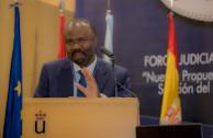 «Como la actividad de los seres humanos ya está globalizada y la desigualdad también es mundial, es necesario tener una justicia global», aseveró El juez de la Corte Penal Internacional, Antoine Kesia-Mbe Mindua.