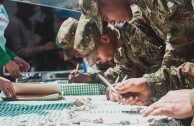 """El Ejército Nacional de Colombia aportó su firma de respaldo, luego de la lectura de la """"Proclama de la Constitución de los Derechos de la Madre Tierra""""."""