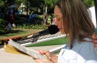 Dr. María Angélica García, directora del Establecimiento Público Ambiental (EPA), dando lectura a La Proclama de Constitución los Derechos de la Madre Tierra