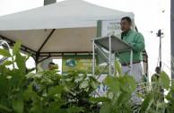 Director del Establecimiento de Desarrollo Urbano y Medio Ambiente (Edumas), Fernando Valencia leyendo la Proclama de Constitución de los Derechos de la Madre Tierra