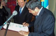 Recepción de la placa en la Embajada de Guatemala en Colombia