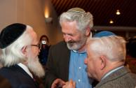 Dr. William Soto, Benny Reines, hijo de sobreviviente y Sigmund Halstuch, sobreviviente del Holocausto