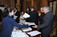 Senate of Argentina receives the plaques of the survivors