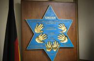 Placa del Sr. Sigmund Halstuch, sobreviviente del Holocausto