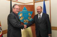 Sr. Jurguen Mertens y el Sr. Yacek Perlin, Embajadores de Alemania y Polonia