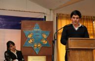 El joven alumno Joey Sasson narra su experiencia al presenciar personalmente con sus compañeros, los campos de concentración Auschwitz, Treblinka y Majdanek