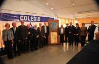 Colegio Colombo Hebreo receives the plaque of the Halstuch Family