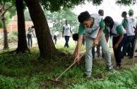Cuidar el ambiente y recuperar espacios en escuela Bolivariana de Moron, ejemplo de guardianes.