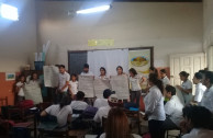 Alumnos exponiendo