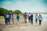 Voluntarios participando