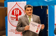 Secretary General of the Senate Gregorio Eljach Pacheco, oversees the blood drive in Congress