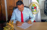 Firmando resolucion